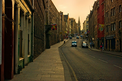 Walking along the Royal Mile towards the Edinburgh Castle