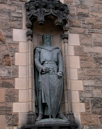 Statue standing guard at the entrance to the Edinburgh castle