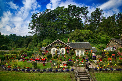 A colorful house on Loch Lomond, that we liked more than the Loch itself