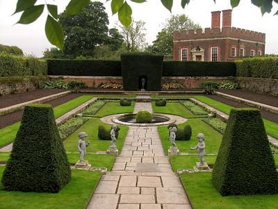 IMG_2191Hampton Court garden