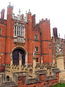 IMG_2215Hampton Court entrance