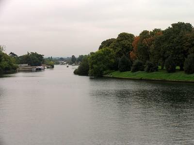 IMG_2225Thames river at Hampton Court
