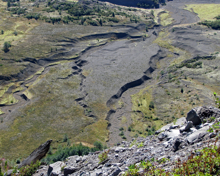 There's 600 ft (on average) of silt on the valley floor between the side of the mountain that blew out in May, 1980 and Johnston Ridge 5 miles away.