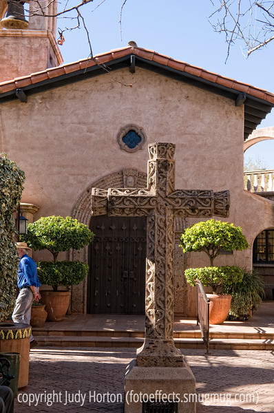 Courtyard at Tlapaqueque in Sedona; best viewed in the larger sizes
