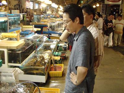 Gap's cousin at the Seoul Fish Market