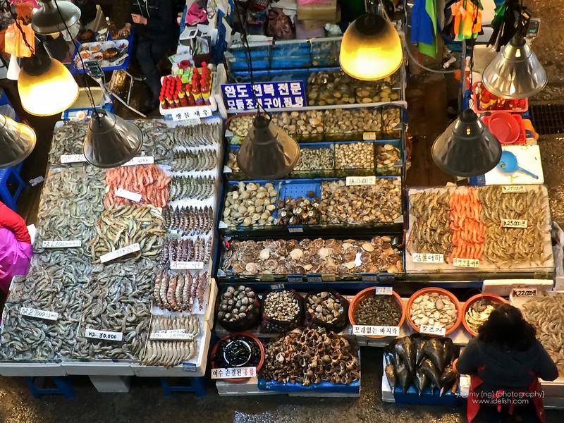 Picture of various seafood for sale at the stall.