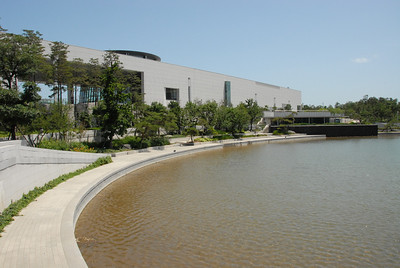 Reflecting pond at the National Museum of Korea