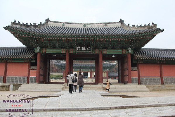 Traditionally only the King would enter through the center gate at Gyeongbokgung Palace. Not so much anymore.