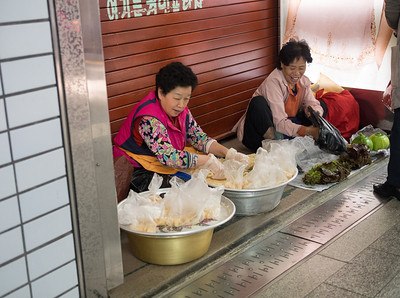 Veggie sellers at Hoehyeon subway station