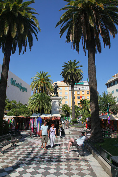 One of the many beautiful squares of Sevilla, cozy!