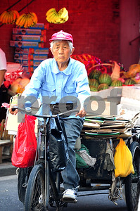 August 2010-Shanghai, China- The people in Shanghai, China, find a way to carry on with temperatures in excess of 108 degrees and heavy humidity.  An elderly man manuevers his tricycle through the streets at the start of a blistering day.   Photo by SMP   ZUMA Press