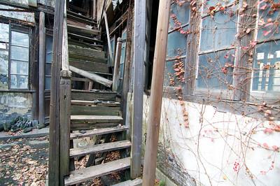 Xiaonanmen, Shanghai: Stairs falling apart.