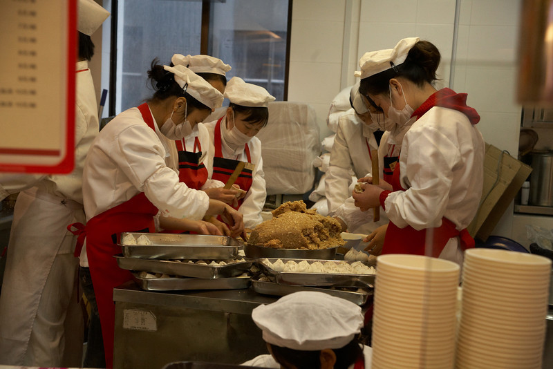 Making deep fried soup buns (小杨生煎), a Shanghaiese specialty.