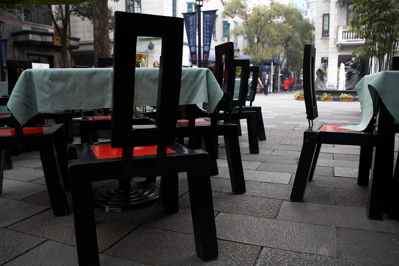 Tables for outdoor dining in Xin Tian Di (新天地).