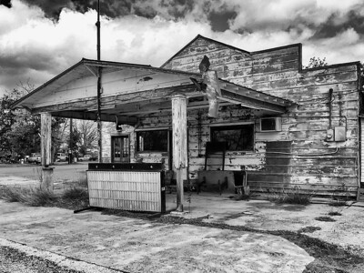 Abandoned Gas Station in Petersville, TX.