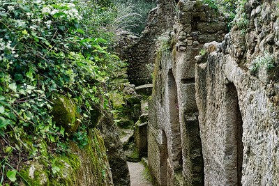Zungri is a unique rock settlement we visited.  It was inhabited relatively recently and were also used during the World War as a shelter from the bombings. The rock dwellings were used for different purposes: cellars, animal shelters, workshops, silos for the conservation of grains, processing areas and ovens.  The residents of Zungri hope that this will someday become a UNESCO site.