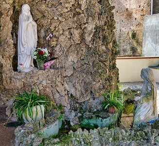 A shrine to the Virgin Mary in Zungri near the cave dwellings.