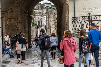 Travellers in flat part of Matera approaching a path to the Sassi.