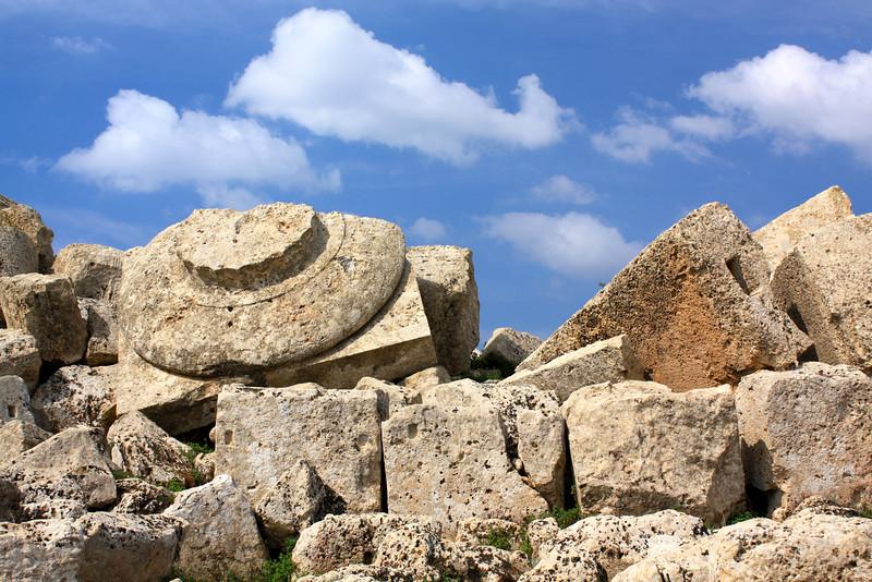 Round column base fragments