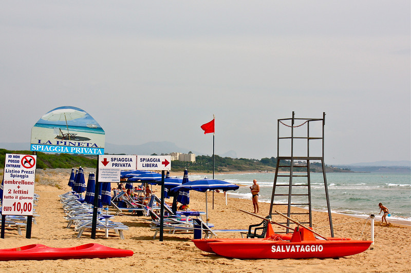 La Pineta beach nearby