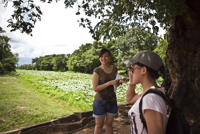 Tourists near the Baeng Malea entrance