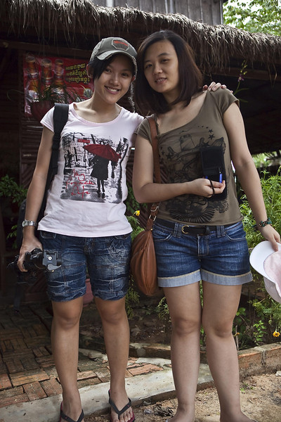 Tourists near a local eatery close to Baeng Malea temple