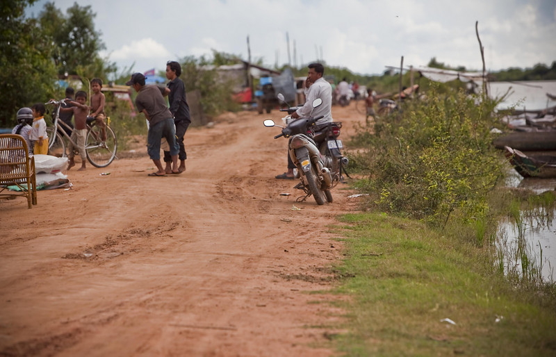 The journey to the place to take the boat to Tonle Sap is narrow and bumpy.
