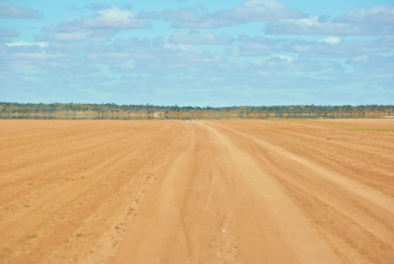 Crossing a large plain on the Bore Track