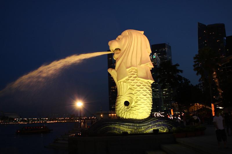Mer-lion fountain.