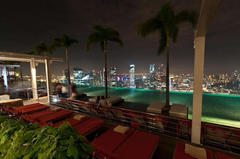Swimmingpool at Marina Bay Sabds Hotel
