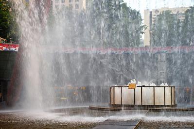 Считается, что прикосновение ладошкой к воде во время обхода фонтана три раза по часовой стрелке, принесет счастье, удачу и настоящее богатство!