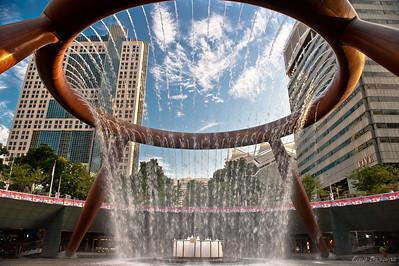 вода собирается к центру и это символизирует накопление богатства