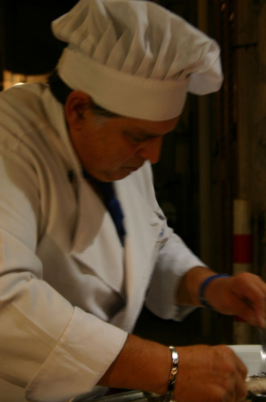 Carmelo kala lõikamas