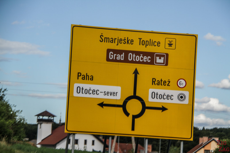 Road signs Slovenia - Roundabout