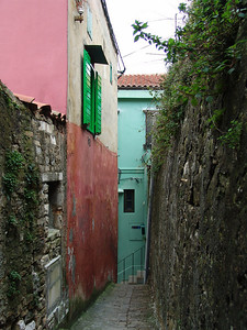 tight but colorful alley in Piran