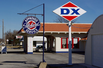 DX Station and Packard museum, Afton, Oklahoma. Sadly, not open on our weekday visit. Peeking through the windows, we saw a couple of nice Studebakers inside.