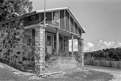 abandoned_country_store-t0738