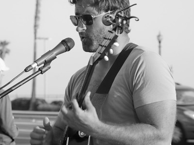 Street guitarist, Huntington Beach CA