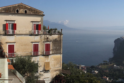 Mansion with Vesuvius in the backround.