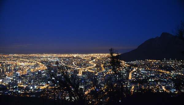 Cape Town - Dusk ……………….[ Copyright © 2011 - Photo by Barry Jucha ]