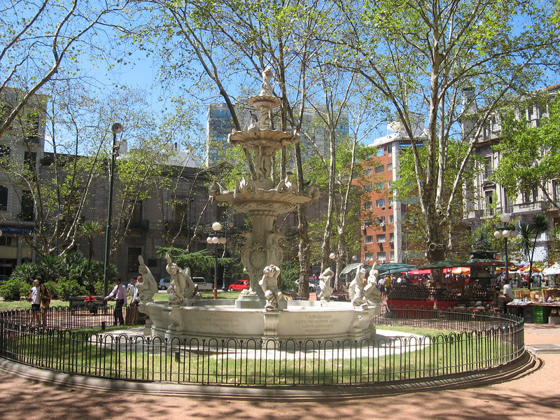Fountain in a lovely square in Montevideo. Boy, do those putti's poses look ridiculous when the water is turned off!
