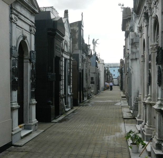 The whole cemetery is made up of corridors like this