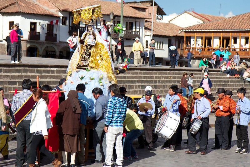 Plaza de Armas, Cusco, Peru, parade<br /> Copyright 2012, Tom Farmer