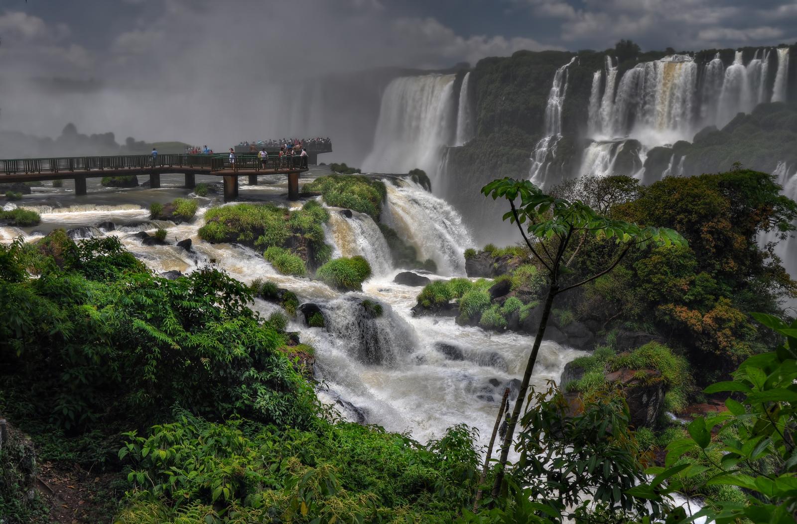 Walkway into the Falls