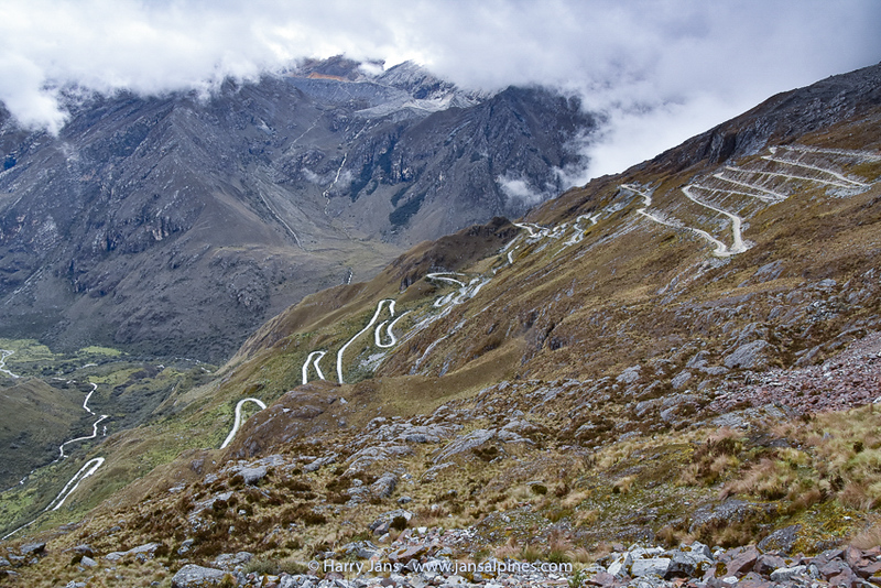 many hairpins at Abra Portachuelo