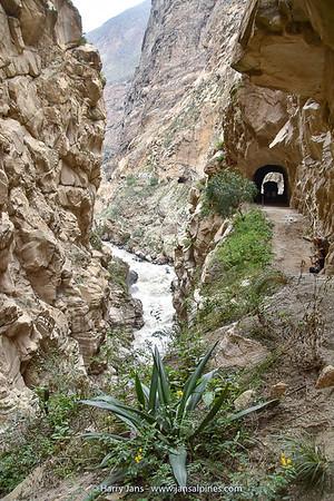 the smallest passage in Cañón del Pato