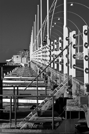 Queen Emma Pontoon Bridge in Willemstad, Curacao (BW)