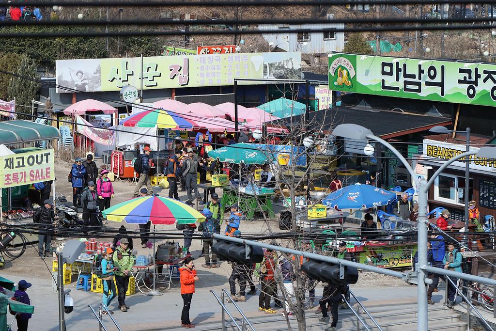 The scene outside Dobongsan Station
