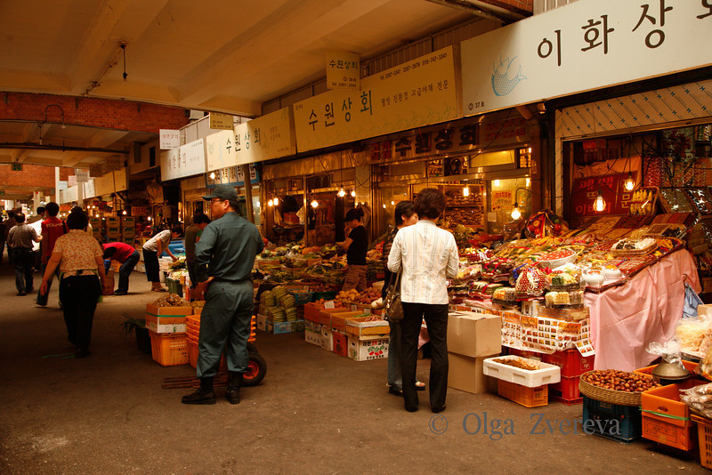 <p>Market, Seoul, South Korea</p>
