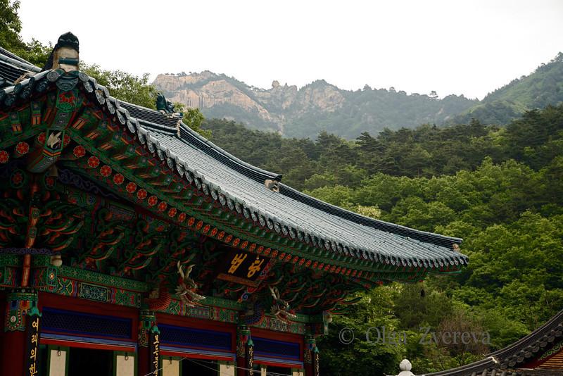 <p>Temple. Seoraksan National Park, South Korea</p>
